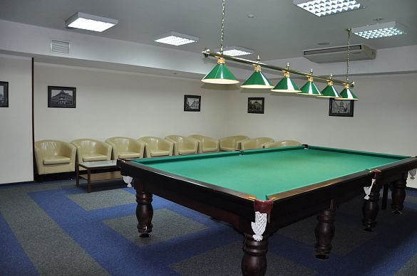 CONFERENCE ROOM WITH SNOOKER